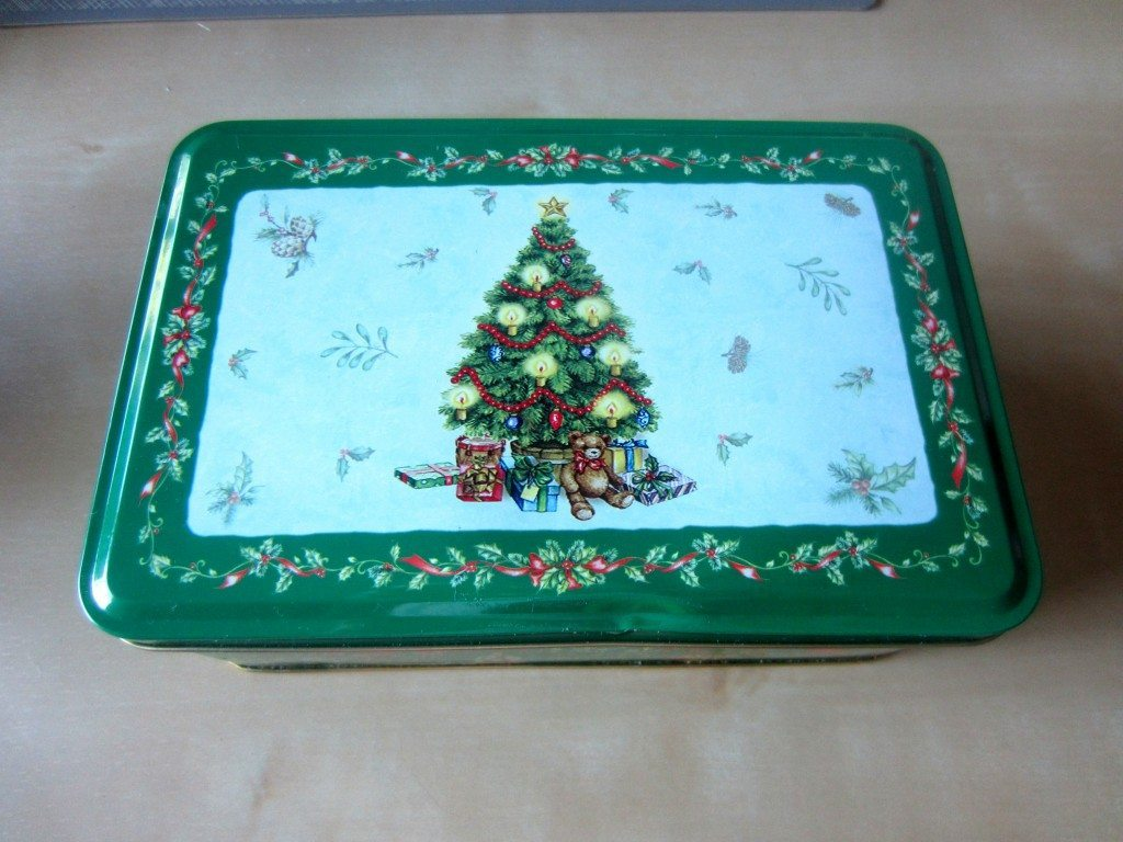 Recycled Christmas Cookie Tin (1)