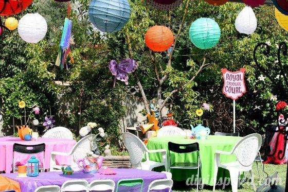 Alice-in-wonderland-first-birthday-party (18)