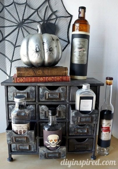 spooky-halloween-apothecary-display (6)