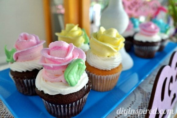 vintage-baby-shower-cupcakes