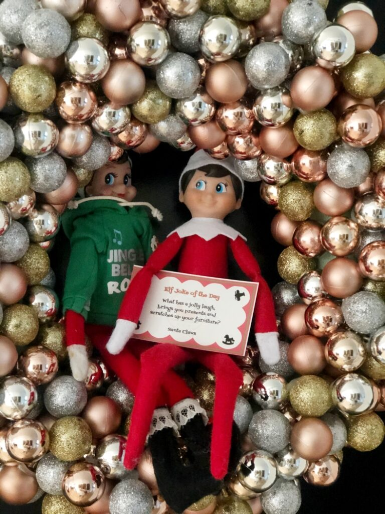 Two Elves in a wreath