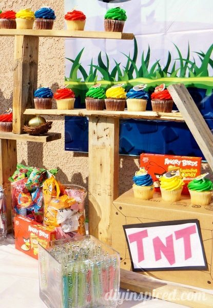 angry-birds-dessert-table