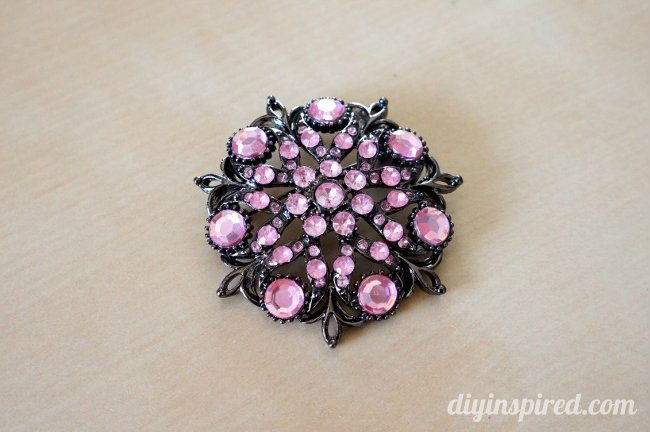 Repurposed Brooch DIY Cell Phone Case (1)