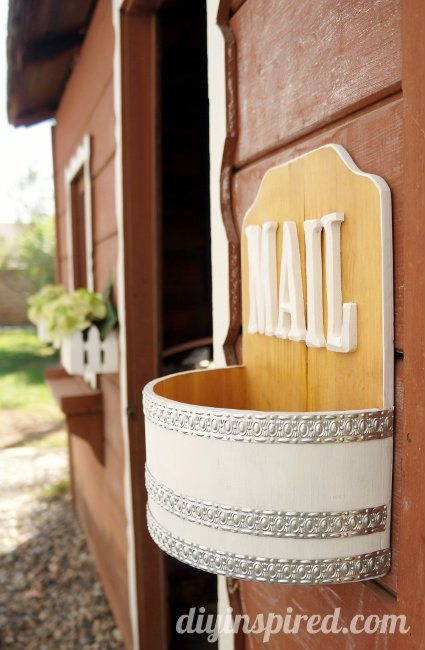 Playhouse Mailbox DIY (1)