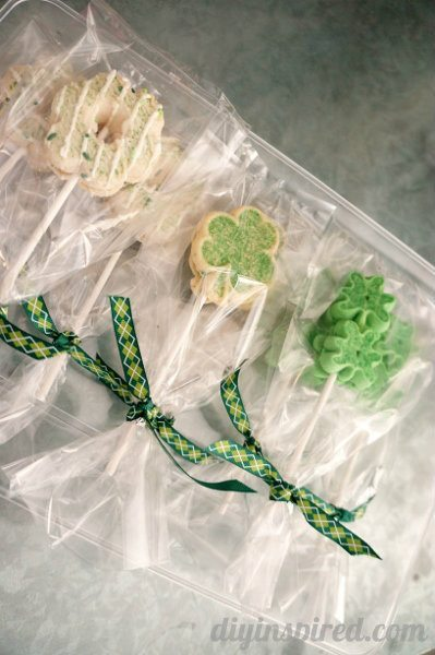 easy-st-patrick's-day-cookie-pops