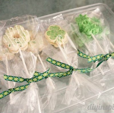 Easy St. Patrick's Day Cookie Pops
