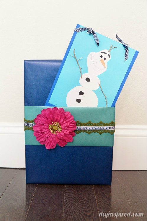 Frozen Themed Gift Wrapping with Handmade Olaf Card