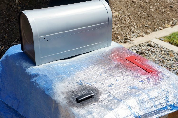 Mailbox Makeover with Spray Paint