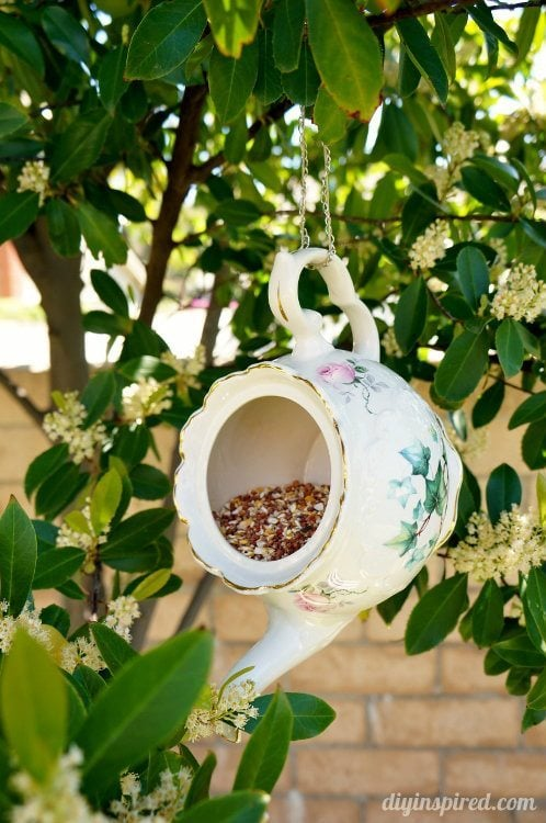 Teapot-Bird-Feeder-Trash-to-Treasure