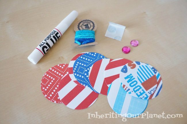 Fire-Cracker-Paper-Necklace-Craft-2