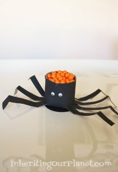 Toilet-Paper-Roll-Spider-for-Halloween