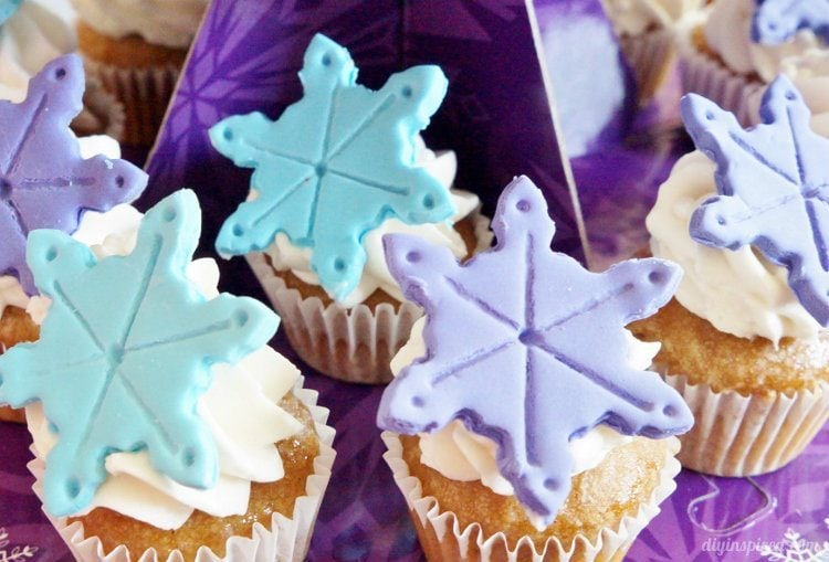 Frozen fever Cupcakes with Snowflakes