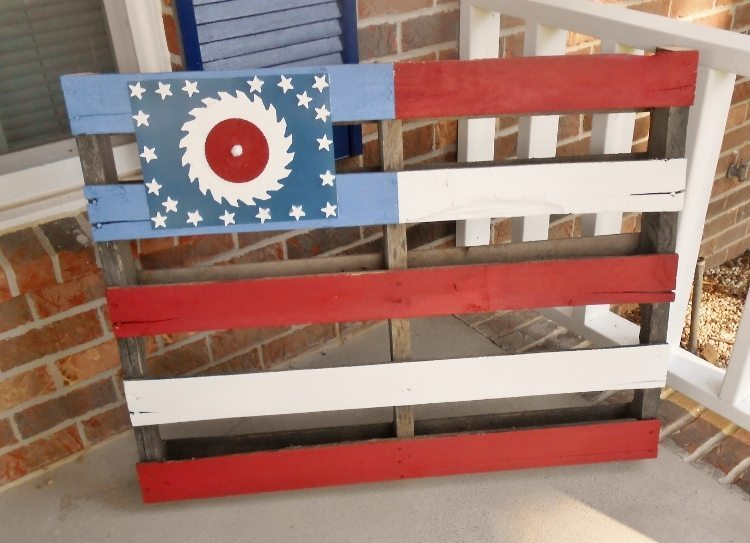 DIY Rustic Pallet Flag DIY Inspired