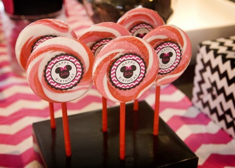 Minnie Mouse Birthday Party Lollipops (1)