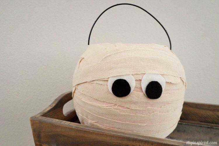 Plastic Trick or Treat Pumpkin Mummy