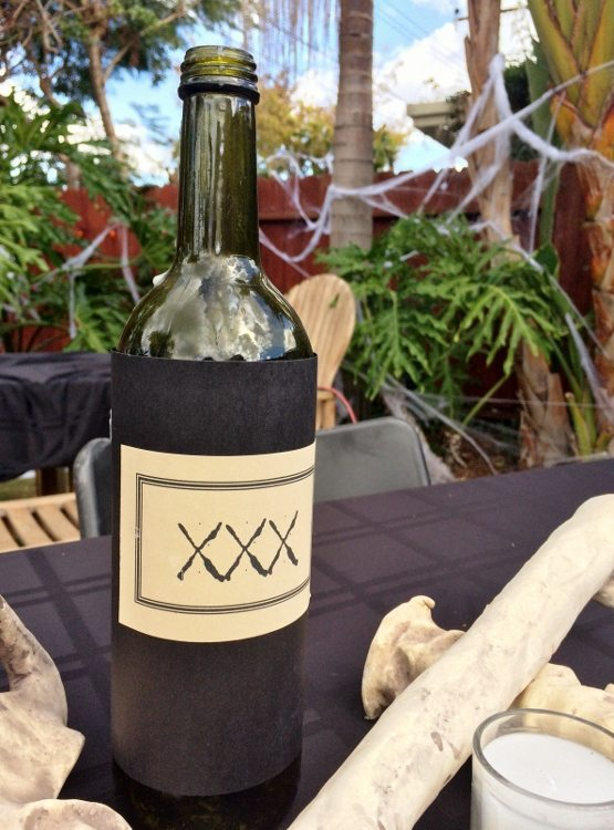 Wine Bottle Halloween Decorating Idea (1)