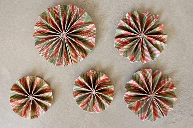 DIY Paper Christmas Ornaments Medallions