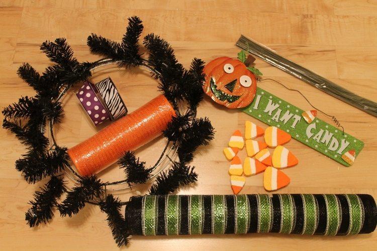 Festive Halloween Mesh Wreath Tutorial 1