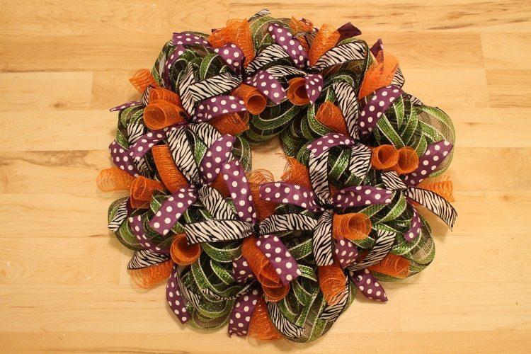 Festive Halloween Mesh Wreath Tutorial 12