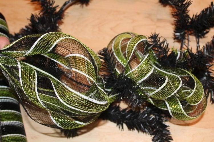 Festive Halloween Mesh Wreath Tutorial 2