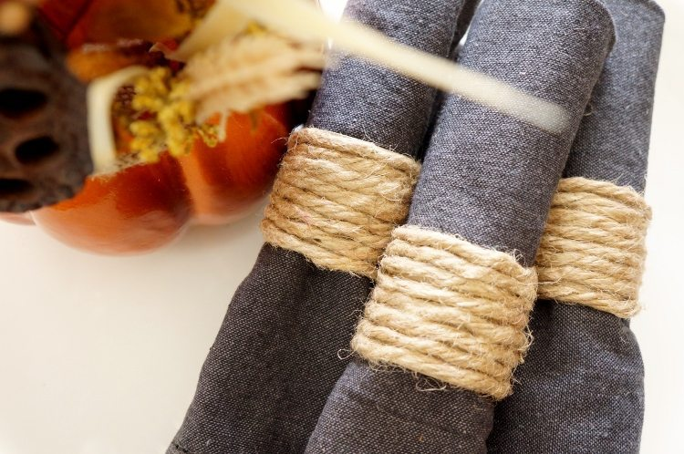Repurposed Paper Towel Roll Napkin Rings for Thanksgiving