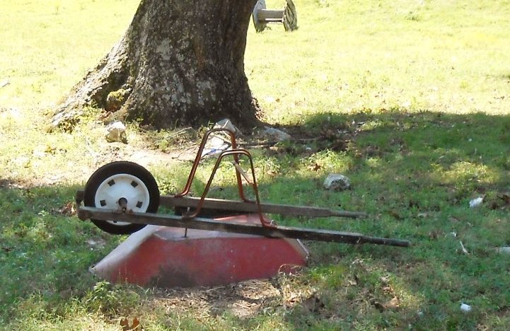Repurposed Wheelbarrow DIY