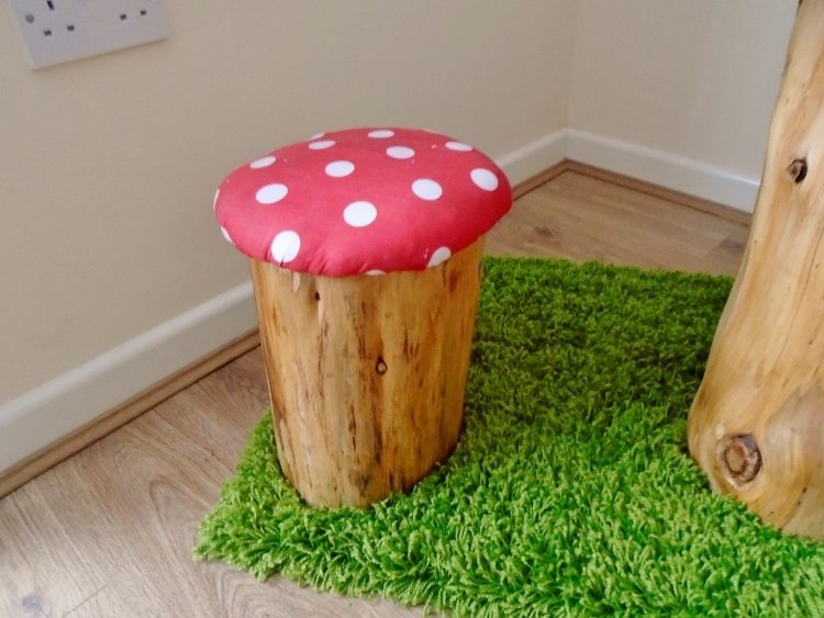 DIY Tree Trunk and Toadstools Table (5)
