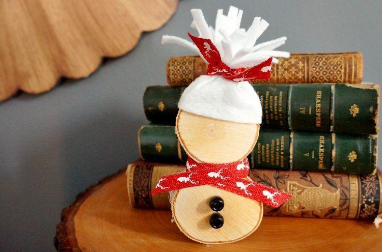 DIY Wood Slice Snowman