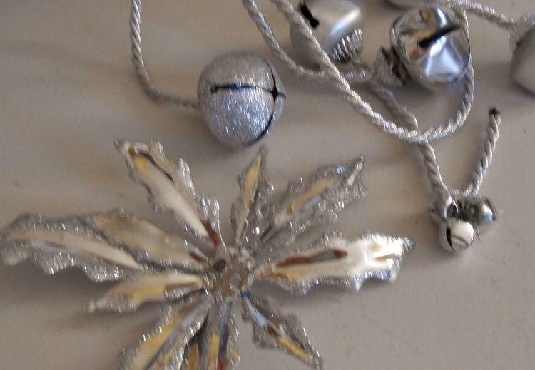 Repurposed Christmas Bells DIY
