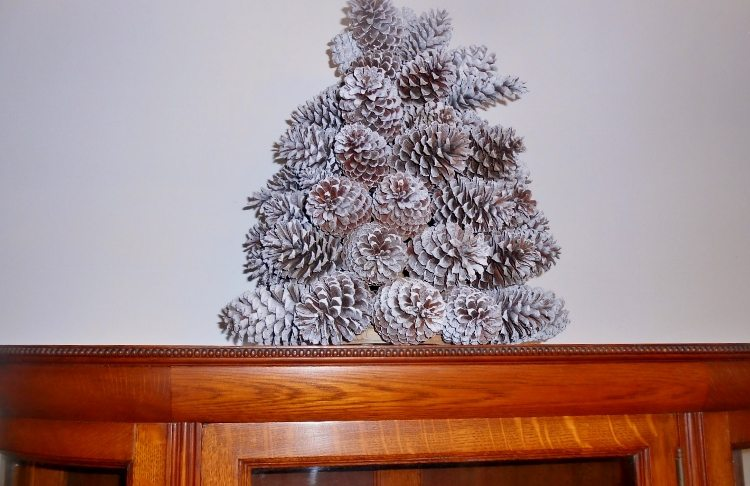 Repurposed Pine Cone Christmas Tree