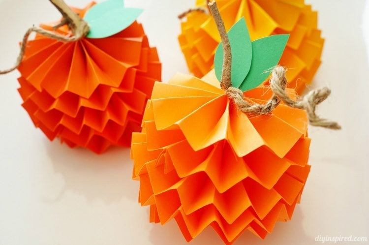 Thanksgiving Table Paper Pumpkins