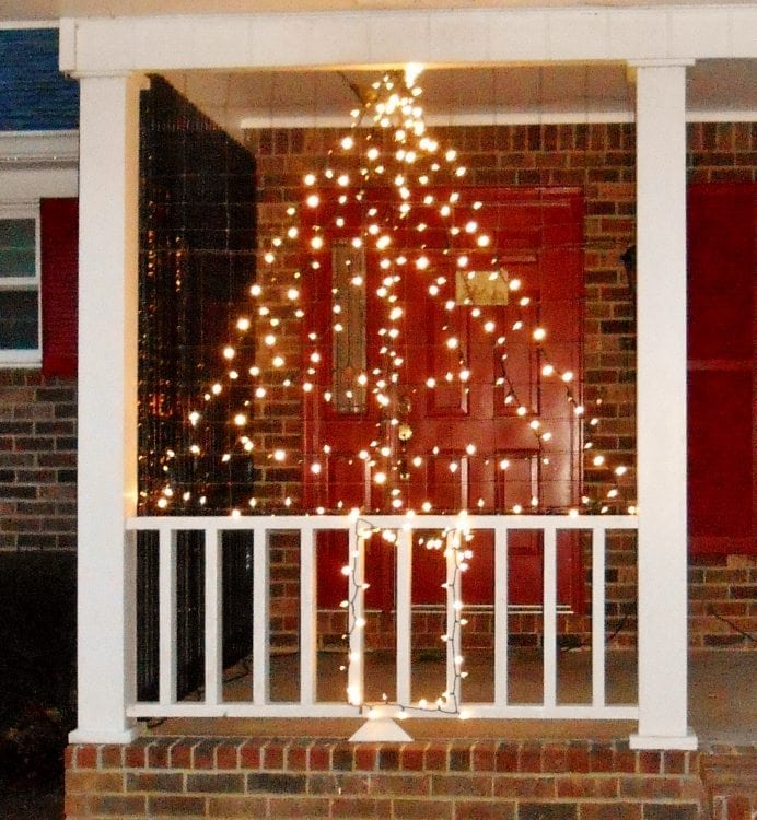 Trash to Treasure Upcycle Wire Fencing for your Outdoor Christmas Decorations