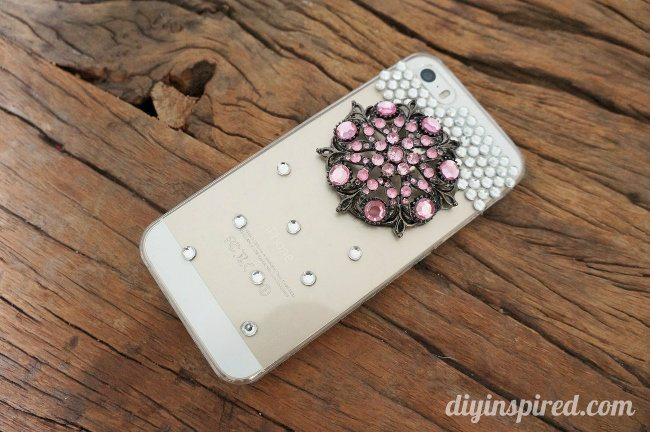 Upcycled-Brooch-DIY-Cell-Phone-Case