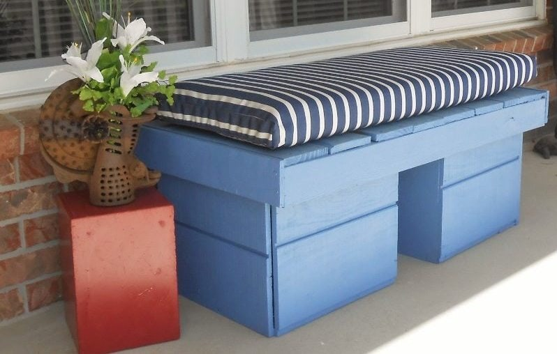 Repurposed Pallet Porch Bench