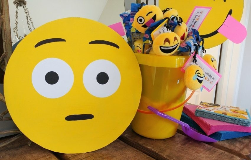 DIY Emoji Birthday Party Decorations