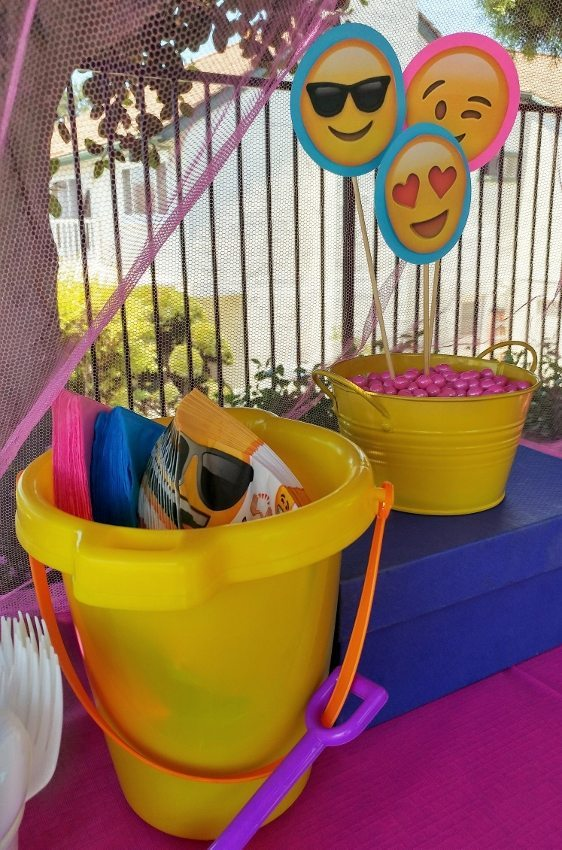 Emoji Birthday Party Decorations -DIY Inspired