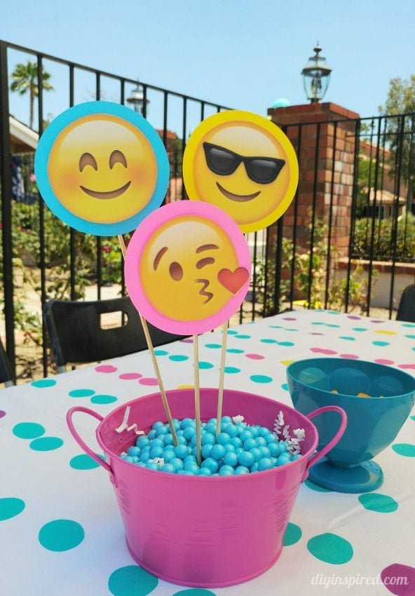 Emoji Party Centerpieces - DIY Inspired