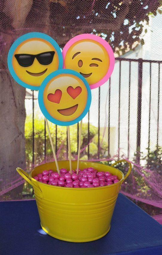 Emoji Party Centerpieces