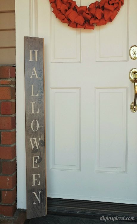 diy-upcycled-front-door-halloween-sign