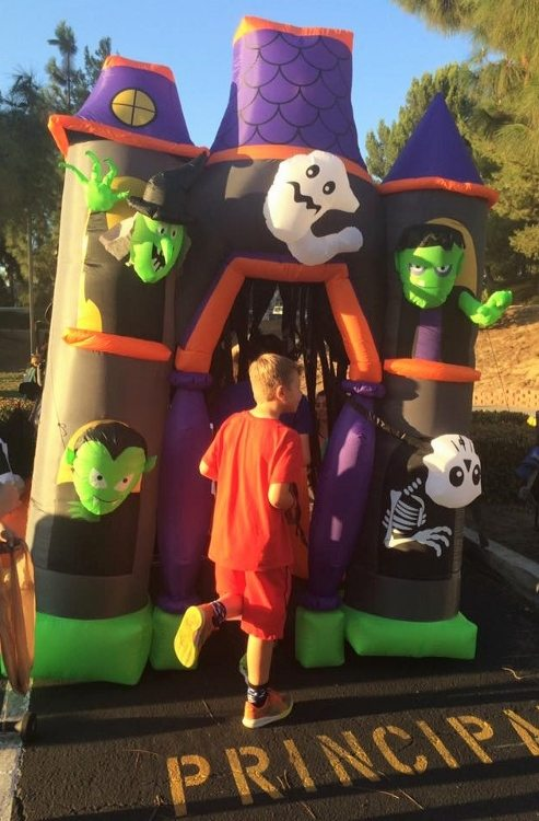 trunk-or-treat-inflatable-haunted-house