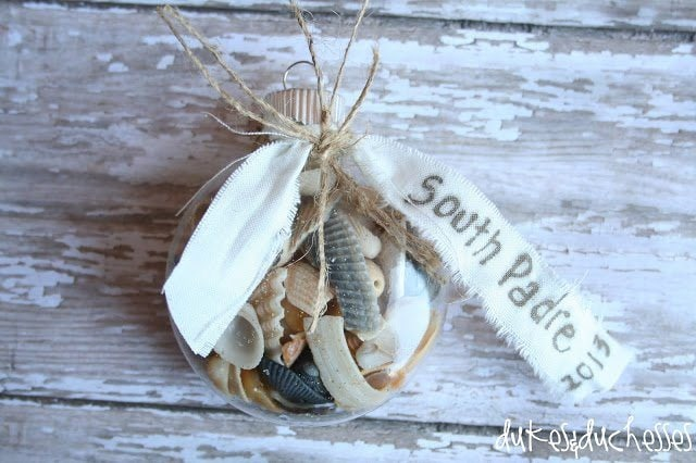 christmas-ornament-souvenir-by-dukes-and-duchesses