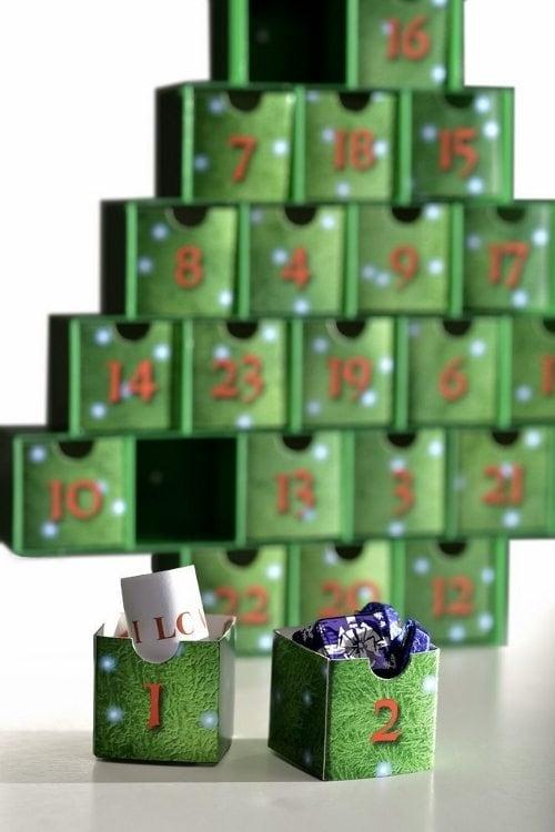 christmas-tree-treasure-boxes