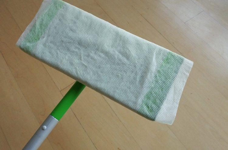 kitchen-hacks-paper-towel-sweeper
