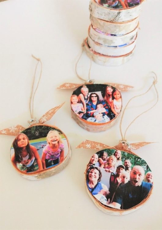 diy-wood-slice-photo-memory-ornaments-diy-inspired