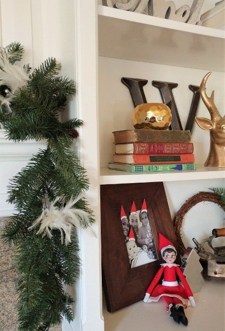 elf-on-the-shelf-ideas-elf-hat-family-picture