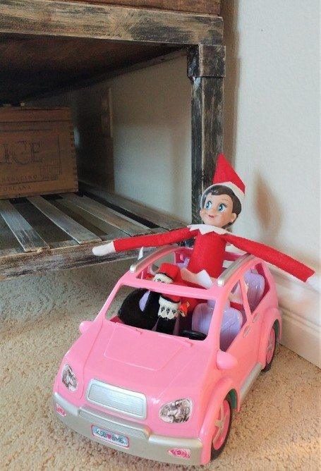elf-on-the-shelf-ideas-riding-a-car