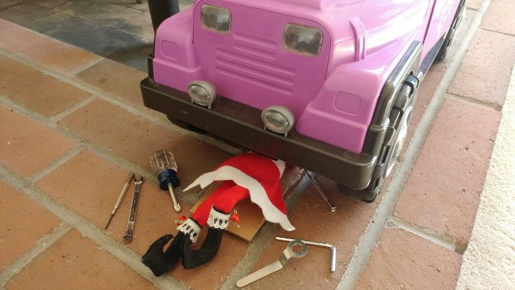 elf-on-the-shelf-ideas-working-on-the-jeep