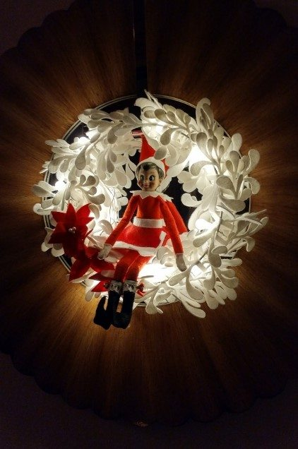elf-on-the-shelf-ideas-wreath-2