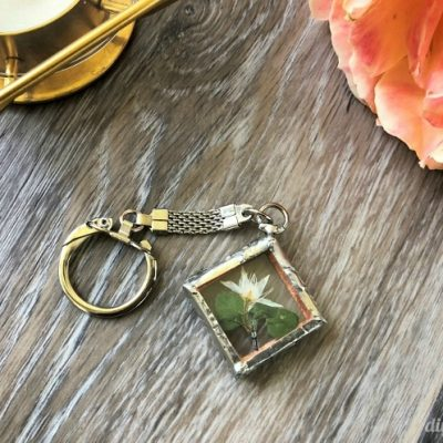 DIY Pressed Flower Soldered Jewelry Pendant