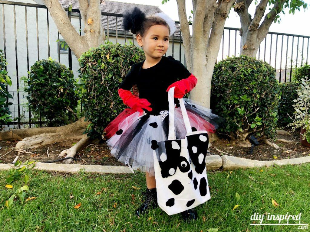 Cruella de Vil Halloween Costume & Dalmation Bag DIY